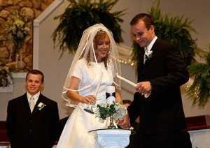 Joshua and Anna Duggar's pretty wedding photo.