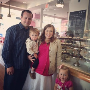 Josh, Anna (who is preganant with the couple's third child), Mackynzie and Michael at Georgetown Cupcake in Washington D.C.  The bakery also has its own show on TLC called 'D.C. Cupcakes'.